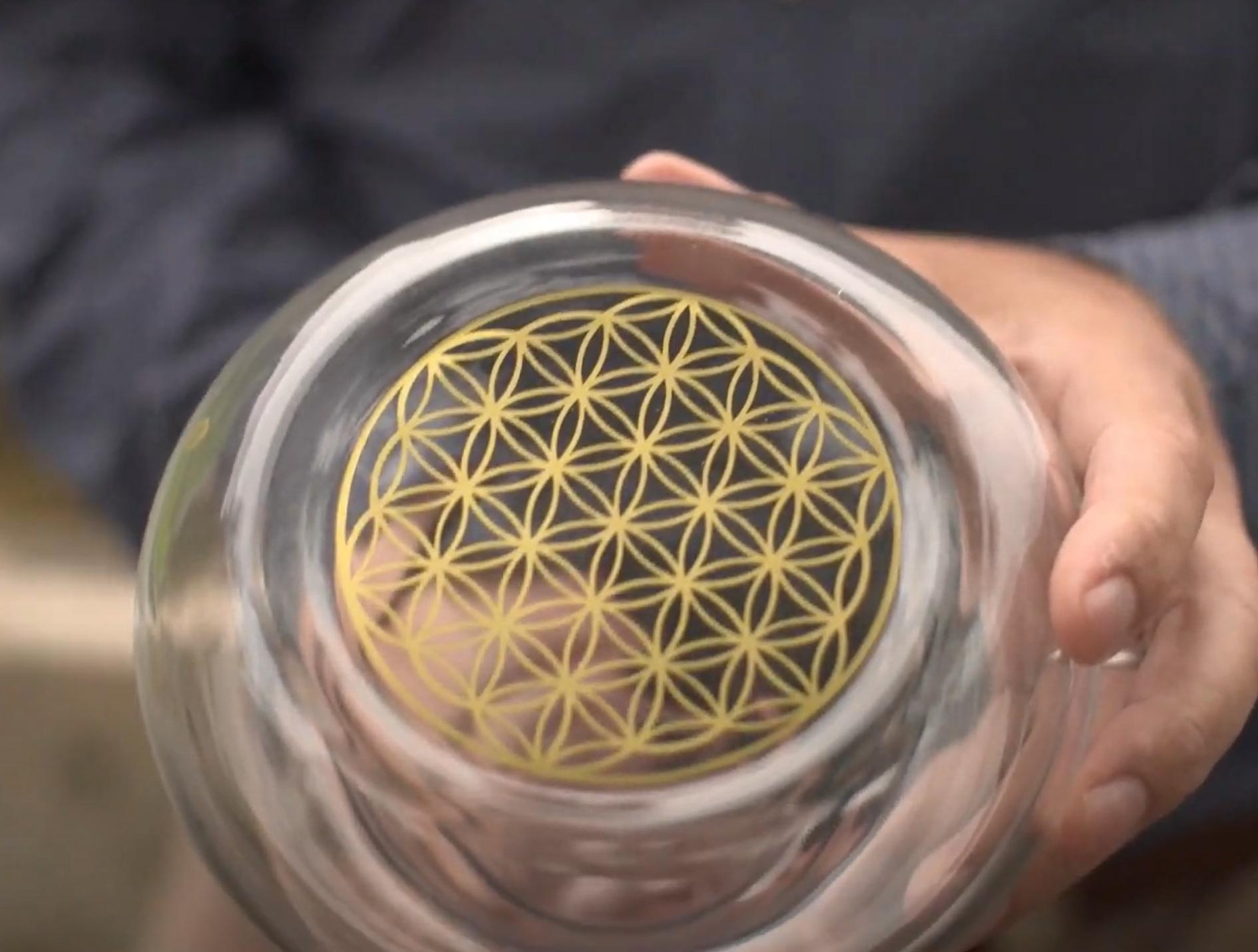 La fleur de vie Or de la carafe en verre Alladin