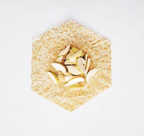 film alimentaire réutilisable fait en France, en coton BIO et cire d'abeille pure.
